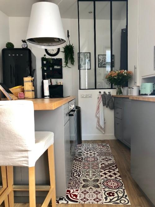 cuisine tapis vinyle carreaux de ciment verriere