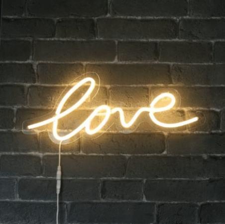 sky_lantern_lampe_neon_love-min