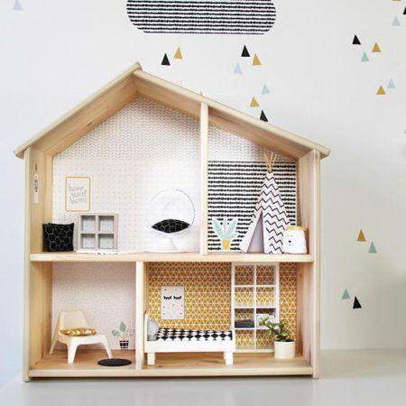 maison de poupee habillee avec du papier peint diy
