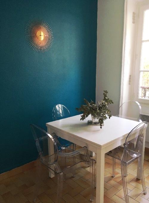 Après rénovation cuisine bleu canard